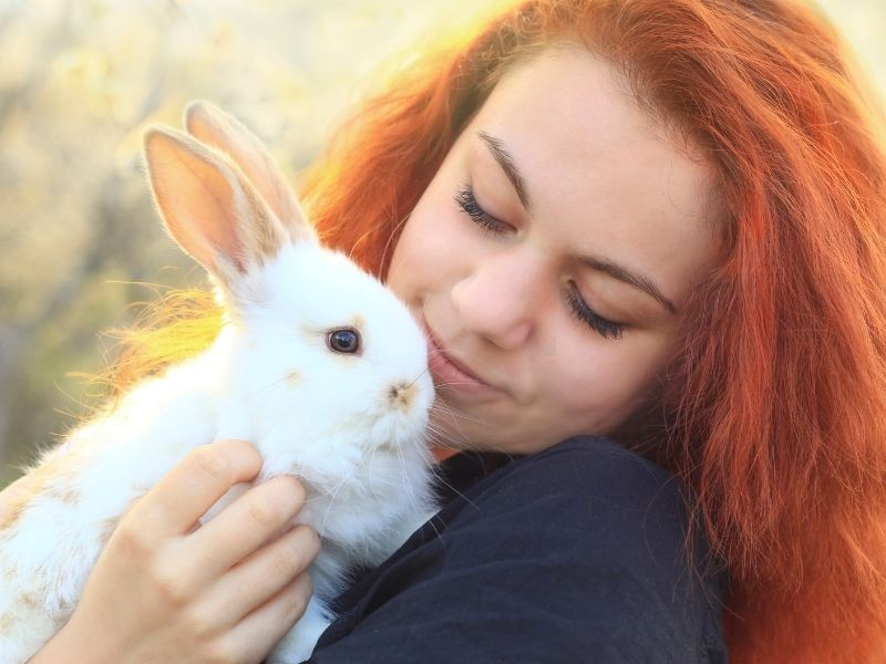 Red hair lady white bunny 800 x 600